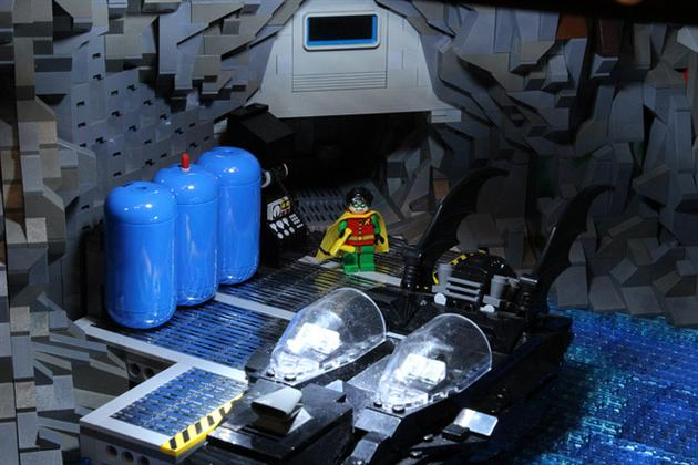 Batman-Batcave-Made-From-20000-LEGOS-3