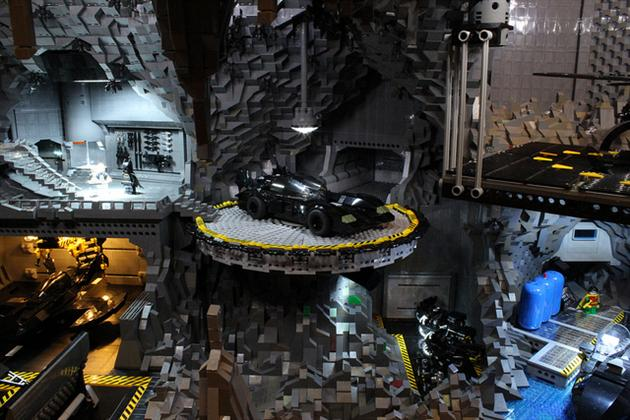 Batman-Batcave-Made-From-20000-LEGOS-4