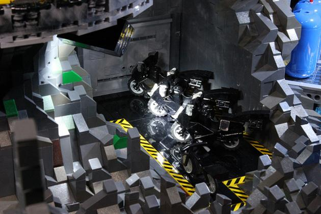 Batman-Batcave-Made-From-20000-LEGOS-5