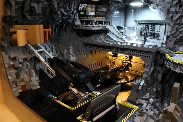 Batman-Batcave-Made-From-20000-LEGOS-6