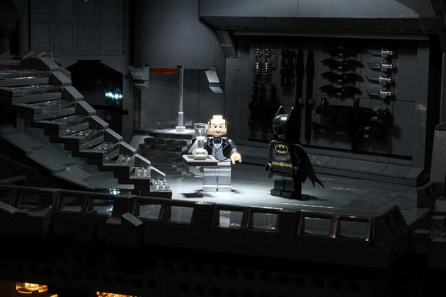 Batman-Batcave-Made-From-20000-LEGOS-7