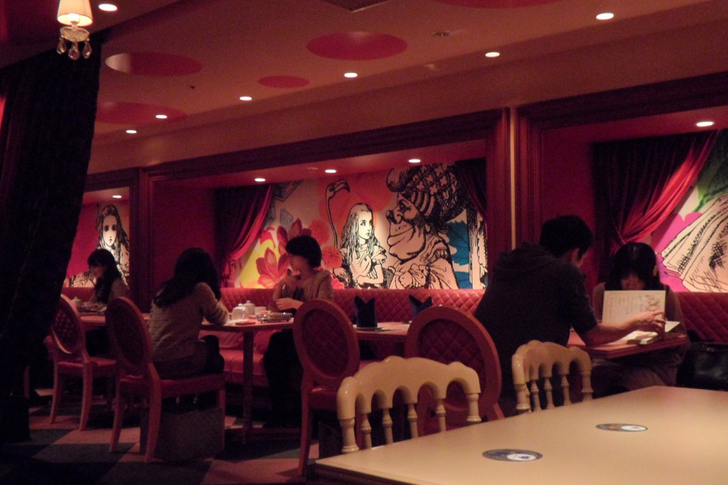 Alice-in-Wonderland-Cafe-in-Shinjuku-1024x682